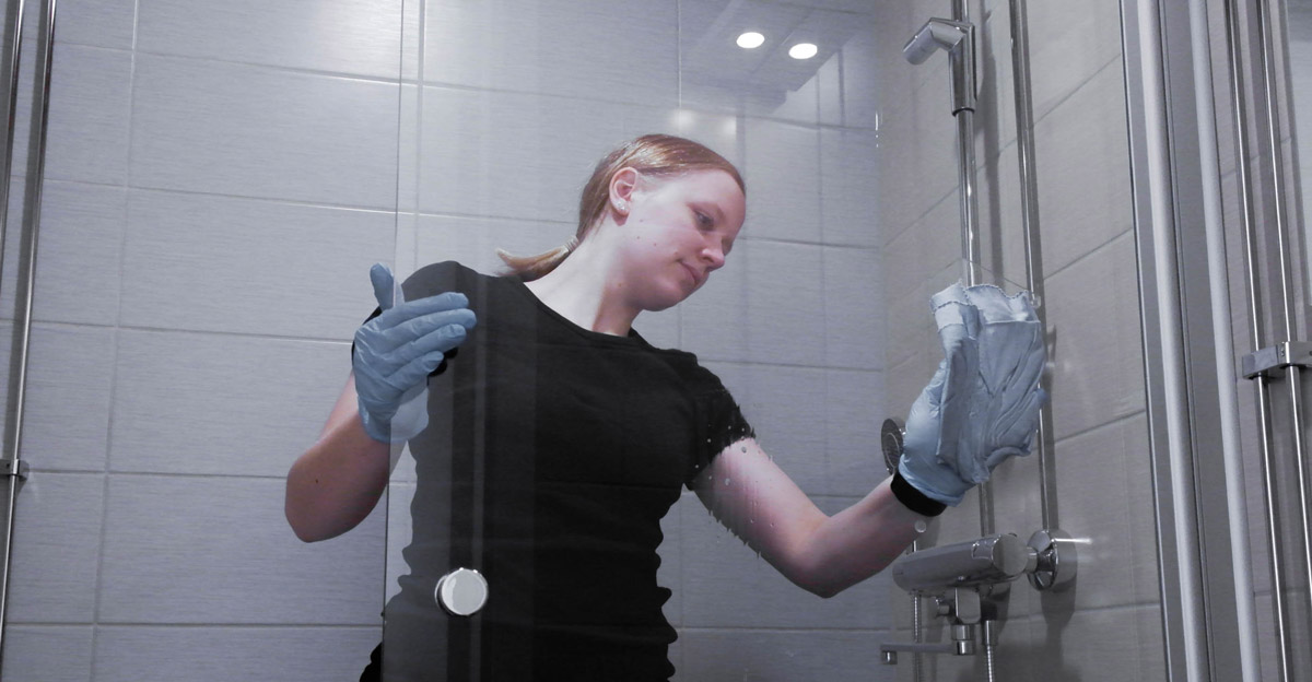 Kylpyhuoneen siivous